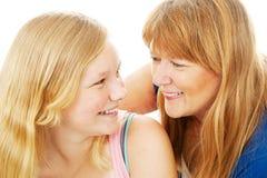 Att älska fostrar och dottern arkivfoton