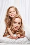 Fostra och dottern Arkivbilder
