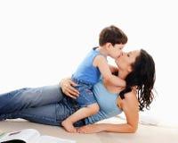 Fostra och henne sonen Royaltyfria Bilder