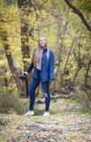 Fotógrafo adolescente sonriente lindo de la muchacha Fotos de archivo