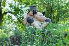 Fotógrafo al aire libre en el trabajo Imagen de archivo libre de regalías