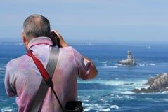 Fotógrafo atrás do mar imagem de stock