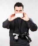 Cintura encima del retrato de un hombre caucásico adulto maduro como photographe Imagenes de archivo