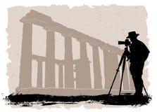 Fotógrafo con el templo histórico Fotos de archivo