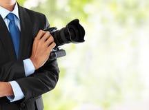 Fotógrafo con la cámara del dslr Imagen de archivo