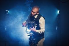 Fotógrafo con una cámara Imagen de archivo