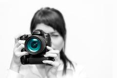 Fotógrafo da mulher com câmera imagem de stock