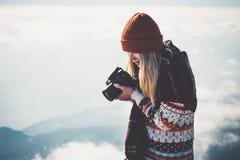 Fotógrafo da mulher com câmera da foto Fotos de Stock Royalty Free