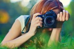 Fotógrafo da mulher nova Fotografia de Stock