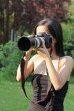Fotógrafo da mulher nova Fotos de Stock