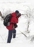 Fotógrafo da natureza na neve Fotografia de Stock Royalty Free
