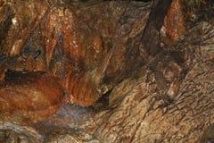 Fotógrafo da ocasião através da caverna Ialomicioara 2 Imagem de Stock