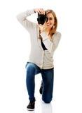 Fotógrafo de la mujer con DSLR foto de archivo