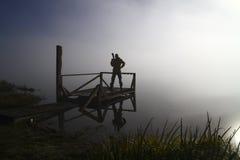 Fotógrafo de la naturaleza en la acción Imágenes de archivo libres de regalías