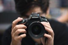 Fotógrafo de Nikon DSLR foto de stock