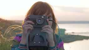 Fotógrafo de sexo femenino almacen de video