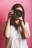 Fotógrafo de sexo femenino Portrait Fotografía de archivo libre de regalías