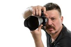 Fotógrafo del retrato con una cámara en un fondo aislado Imagenes de archivo