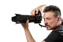 Fotógrafo del retrato con una cámara en un fondo aislado Fotografía de archivo
