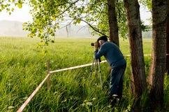 Fotógrafo do curso que toma imagens da paisagem Fotos de Stock