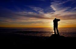 Fotógrafo do por do sol imagem de stock