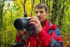 Fotógrafo do profissional da floresta do outono Fotos de Stock