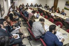 Fotógrafo e journalistas na conferência de imprensa na cidade de Sao Paulo fotos de stock royalty free