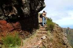 Fotógrafo em montanhas de Madeira Foto de Stock Royalty Free
