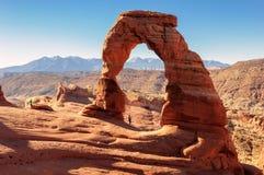 Fotógrafo en el arco delicado, arcos parque nacional, Utah fotos de archivo libres de regalías