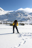 Fotógrafo en la montaña Foto de archivo libre de regalías