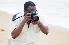 Fotógrafo en la playa Imagen de archivo