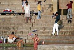 Fotógrafo en Varanasi Fotos de archivo