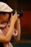 Fotógrafo fêmea Fotografia de Stock Royalty Free
