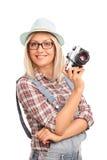 Fotógrafo fêmea que prende uma câmera Fotografia de Stock