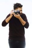 fotógrafo Feche acima do retrato do indivíduo que guarda a câmera do vintage Foto de Stock Royalty Free