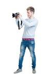 Fotógrafo joven que sostiene una cámara de la foto Imagen de archivo