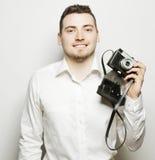Fotógrafo joven sobre el fondo blanco Fotografía de archivo