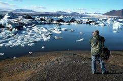 Fotógrafo no lugar - Islândia imagem de stock