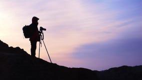 Fotógrafo no nascer do sol Fotos de Stock Royalty Free