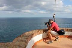 Fotógrafo no trabalho, fotografia da paisagem exterior Foto de Stock
