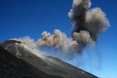 Fotógrafo perto do vulcão Etna Fotografia de Stock Royalty Free
