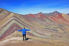 Fotógrafo que presenta la montaña del arco iris Imagen de archivo