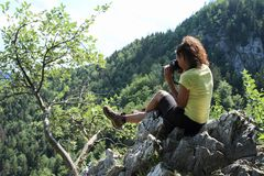 Fotógrafo que toma fotos de Forest Hills no paraíso eslovaco foto de stock royalty free