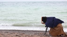 Fotógrafo que toma retratos video estoque