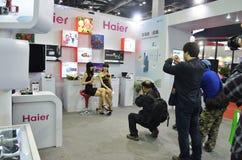 Fotógrafo que tomam fotos dos modelos Imagem de Stock