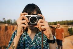 Fotógrafo Traveler Lifestyle Concept del hombre imagen de archivo