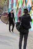 Fotógrafo y modelo en New York City Imagen de archivo libre de regalías