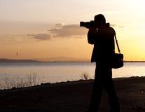 Fotógrafo y puesta del sol Fotografía de archivo libre de regalías