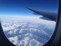 10000 fot över kanadensaren Rocky Mountains Arkivbilder