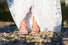 Fot av en brud i bröllopsklänning Royaltyfri Fotografi